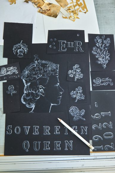 """""""Sovereign Queen"""". Signing the edition"""